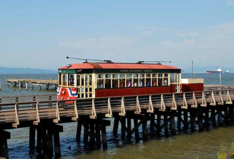 astoria_riverfront_trolley_on_trestle_west_of_2nd_street-crop.jpg