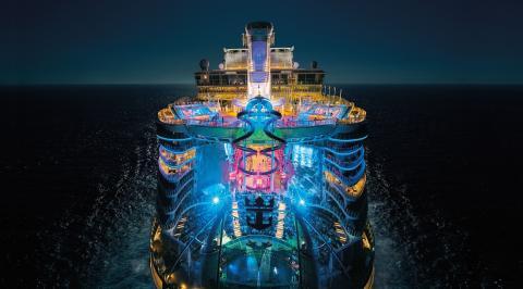 symphony_of_the_seas_night_ship_5400x2998.jpg