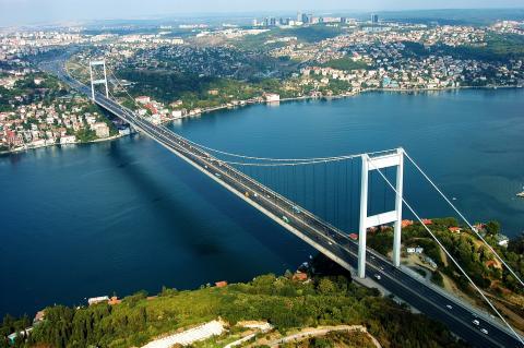 thessalonikia_sigling_istanbul_bospourus.jpg